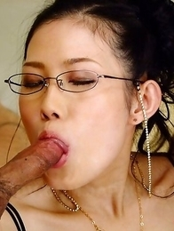 Yui Komine gets double penetrated