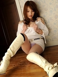 Beautiful brunette Kurara Iijima