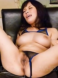 Kyouko Maki Asian gets vibrators inside and over her fish taco