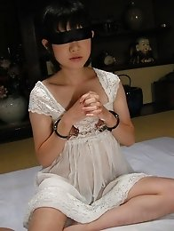 Mature Aoba Itou finds herself blindfolded and used by guys